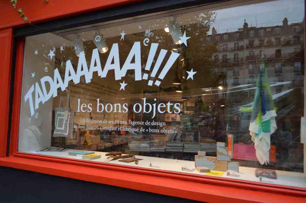 パリのアルタザート書店。店頭にはお店のワークショップで参加者が作った筆箱やバッグが並ぶ。店内にはFREITAGの取扱いも。
