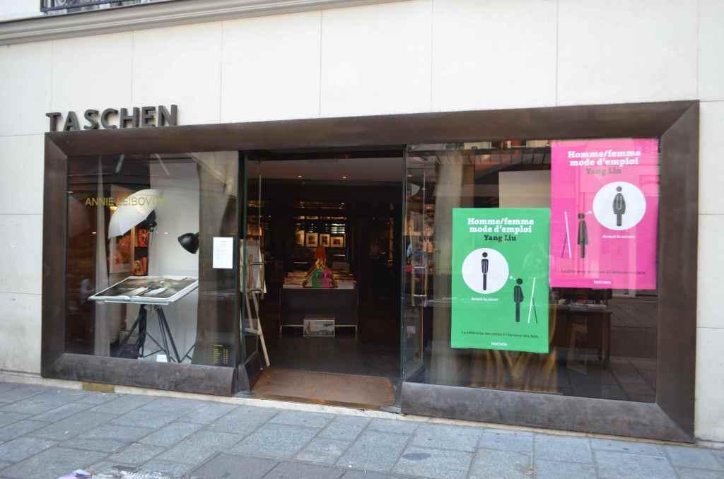 ドイツの出版社タッシェンが運営する書店はヨーロッパの各都市にあり、普通の書店では売っていないような巨大な写真集などがたくさん売っている。